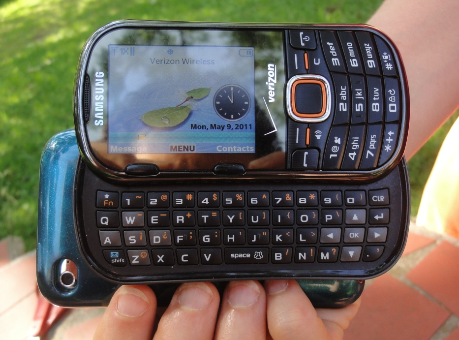 Her old cellphone has a slide-out keyboard, and it looks particularly cool with this setup.